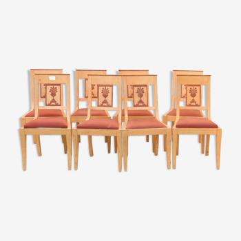 Suite de 8 chaises peintes