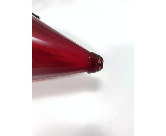 Vase en verre de murano rouge rubis avec vignes de raisin de fer à l'abri d'umberto bellotto
