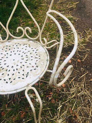 Salon de jardin avec table bistrot pliante, 1 chaise et 1 fauteuil en fer forgé plein anno 1930