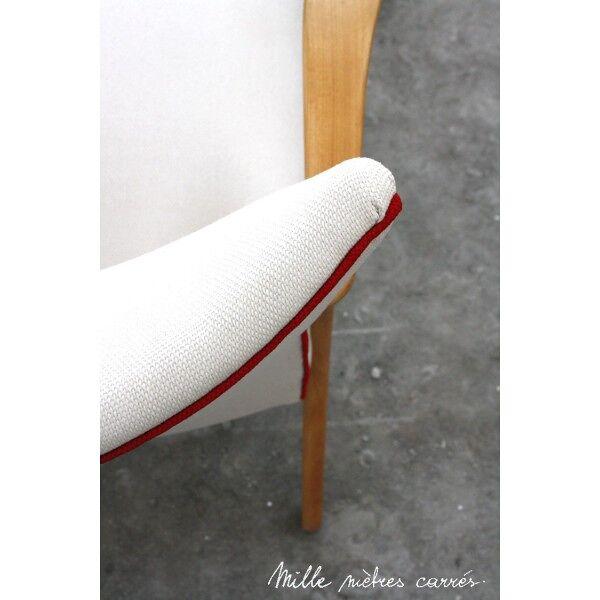 Fauteuil vintage entièrement rénové (bois, tissu, garniture).