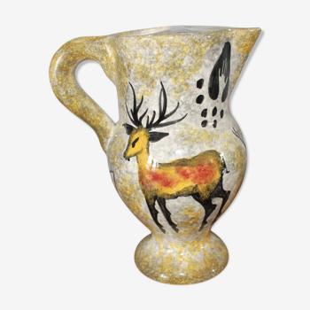 Pichet signé en céramique décor cerf et chevreuil