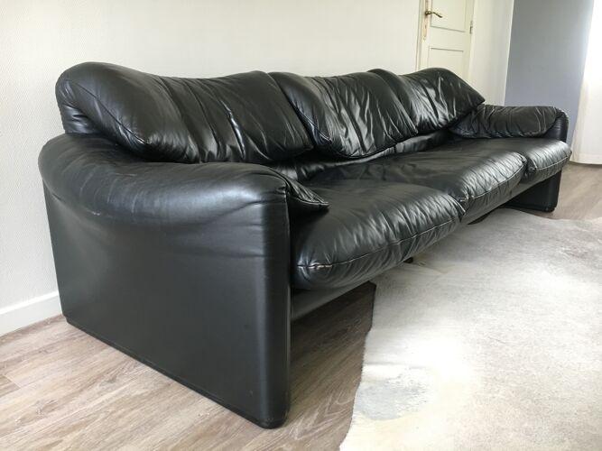Canapé Cassina modèle Maralunga de Vico Magistretti en cuir noir 3 places