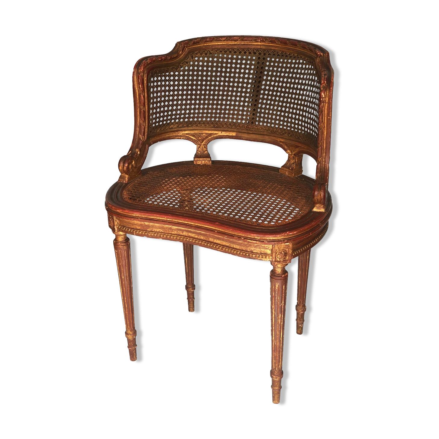Chaise en bois doré français bergère du 18ème siècle avec sculptures à la main et canette