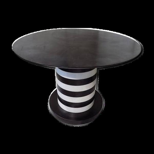 Table à manger noire et blanche design italien