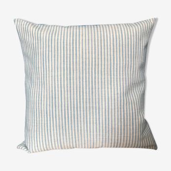 Coussin rayé bleu et blanc