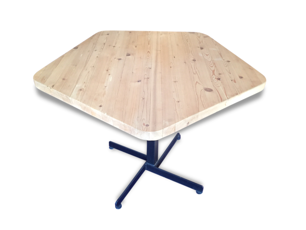Table pentagonal de Charlotte Perriand 1968