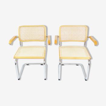 Une paire de chaises avec accoudoirs, années 1970