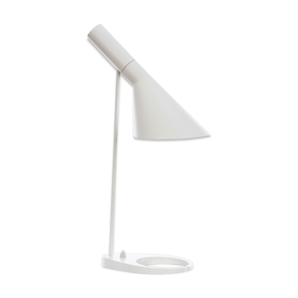 Lampe de table modèle AJ par Arne Jacobsen pour Louis Poulsen