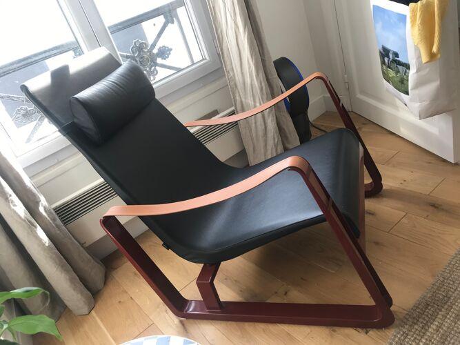 Fauteuil en cuir Cité de Jean Prouvé édité par Vitra