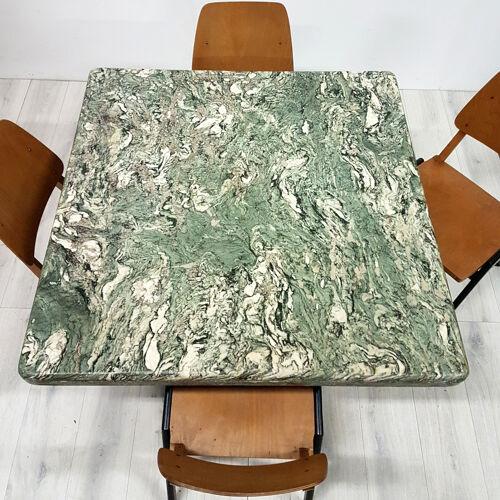 Table à manger en marbre vert avec base de tulipes en acier Verde Alpi années 1970