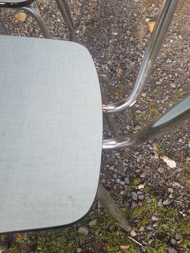 Table formica et ses 4 chaises