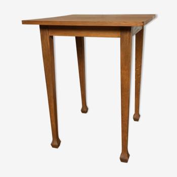 Table carré vintage pieds trompette plateau hêtre massif