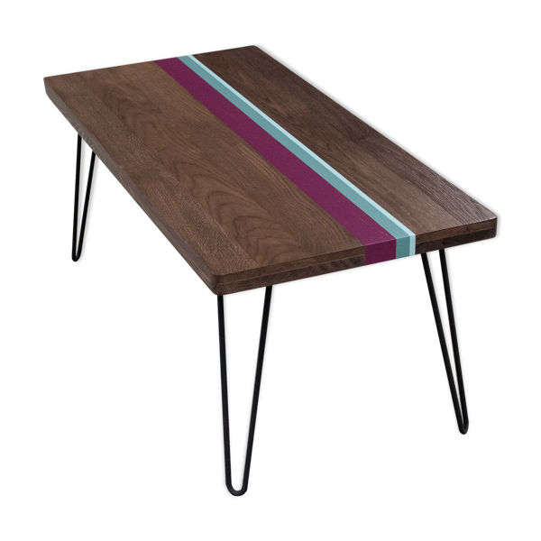 Table basse en chêne massif aux bandes colorées sur pieds épingles