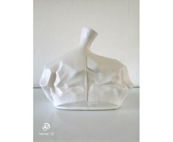 Vase design en céramique effet papier chiffonné