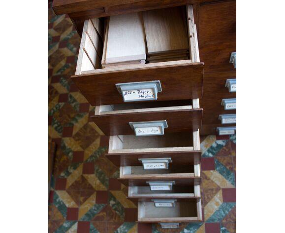 Armoire de pharmacy 24 tiroirs