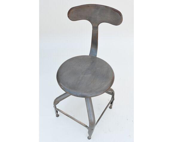 Chaise en métal industriel