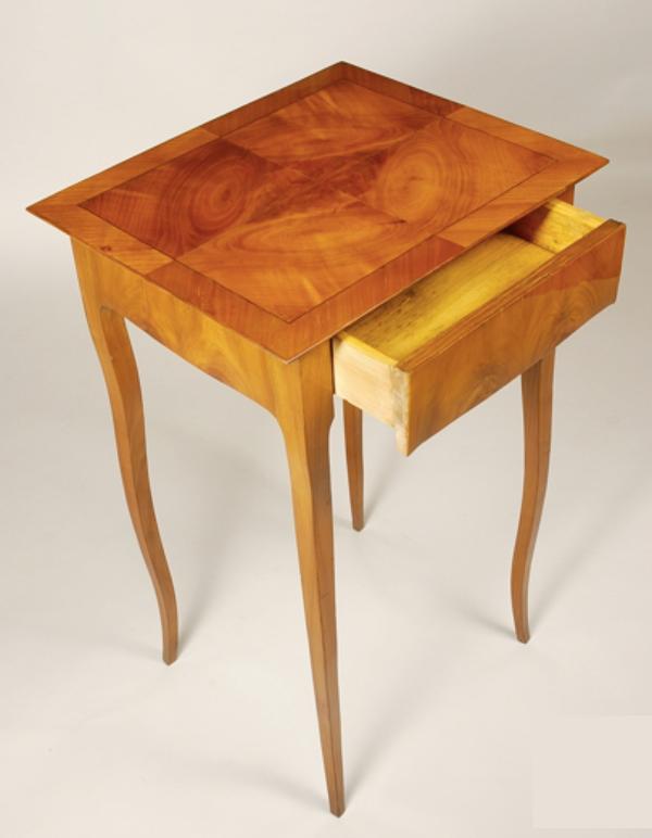 Table de chevet classique
