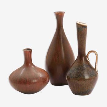 Trois vases en grès à décor de glaçure brunâtre Carl-Harry Stålhane