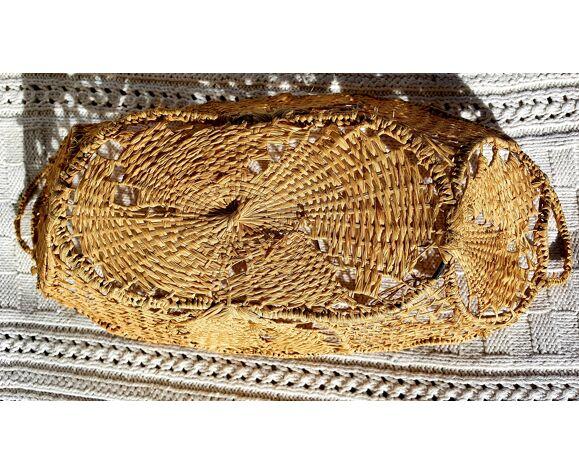 Panière en osier et métal dentelé