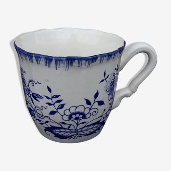 Tasse en faïence de Sarreguemines décor floral bleu diam 6,5 cm
