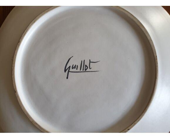 Plat signé GUILLOT