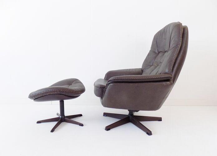 Fauteuil en cuir danois gris avec poouf 60s