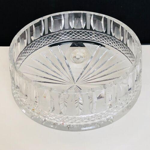 Tripod cut in cut crystal