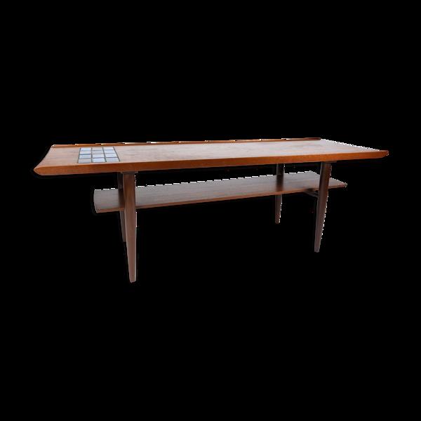 Table basse en teck avec tuiles bleues de design danois des années 1960.