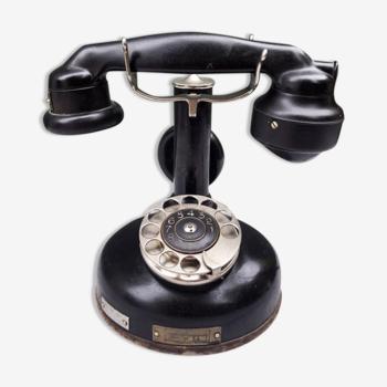 Téléphone à colonne ancien 20's