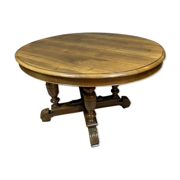 Table à allonges époque Napoléon III en noyer massif a patine blonde.