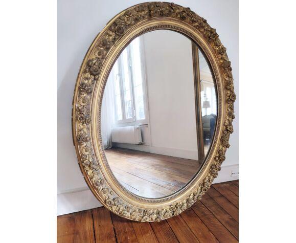 Miroir ovale à décor de guirlande début XXe 75x91cm