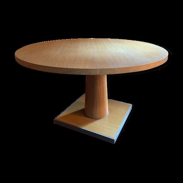 Table ronde en chêne brossé collection Apta pour Maxalto conçue par Antonio Citterio