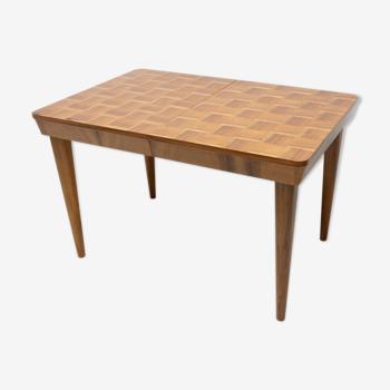 Table à manger réglable du milieu du siècle entièrement restaurée avec un modèle d'échecs par Jindřich Halabala
