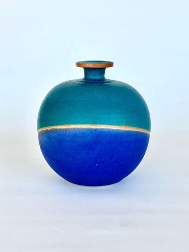 Vase en céramique signé