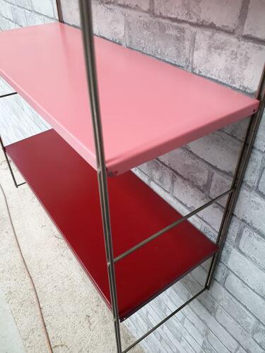 Etagère string  montants doré plateaux rouge bordeau et rose 58x49x19
