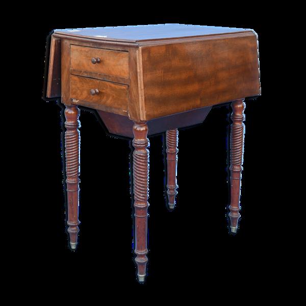 Table de chevet à volets