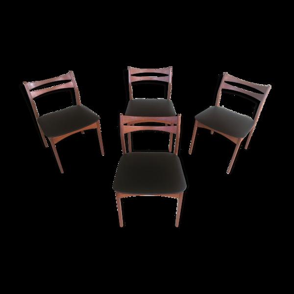 Quatre chaises danoises à manger en teck rembourrées en faux cuir noir Années 1960