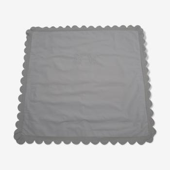 Taie d'oreiller de grande taille en  fine toile blanche monogrammée
