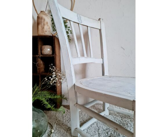 Old wooden bistro chair patina white