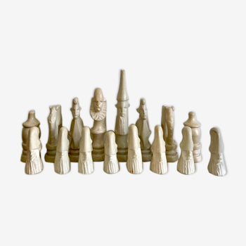 32 stone chess pieces