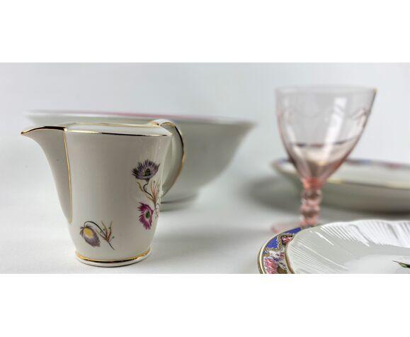 Service de table depareille -verrerie, faïence et porcelaine  - 8 couverts -27 pièces