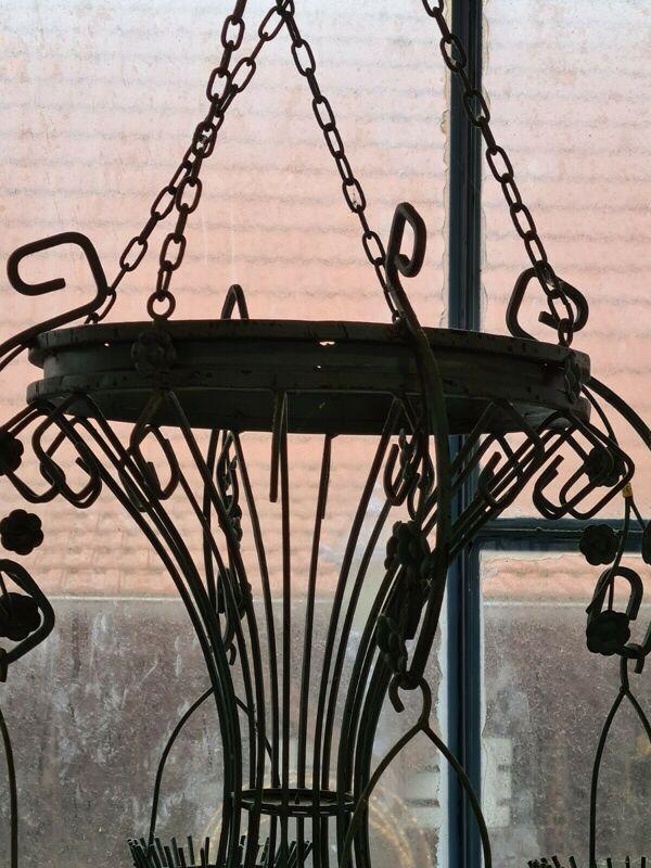 Lustre à bougies en fer forgé style art déco