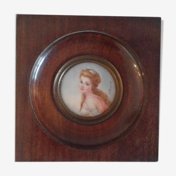 Portrait miniature dame de qualité à la robe rose