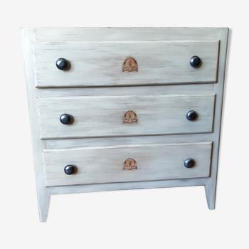 Commode ancienne bois sapin et contreplaqué années 30, trois tiroirs, boutons ronds métal blanc pl
