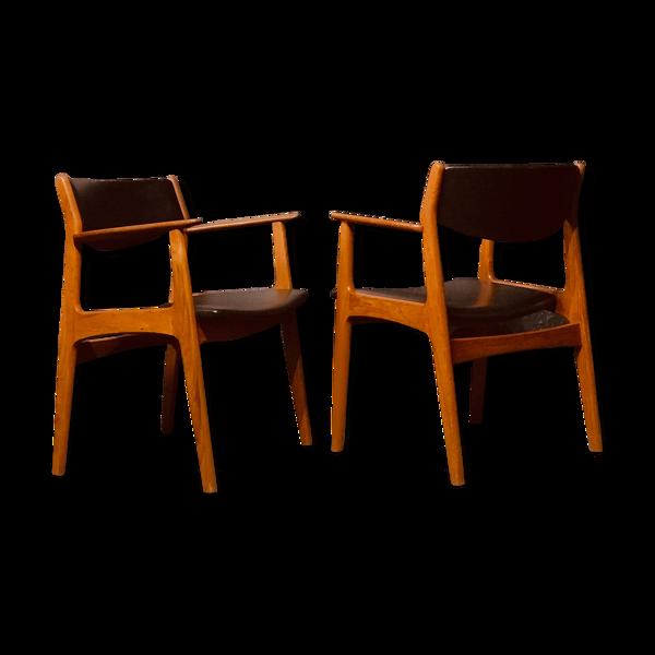 Paire de fauteuils en teck du milieu du siècle