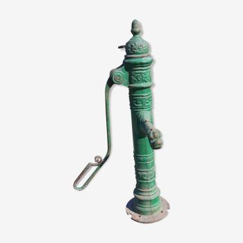 Pompe de puit en fonte décorative