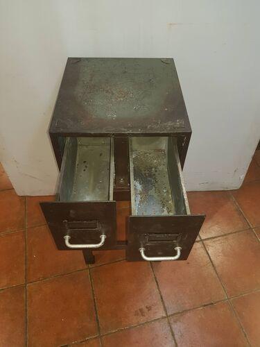 Meuble en fer avec deux tiroirs