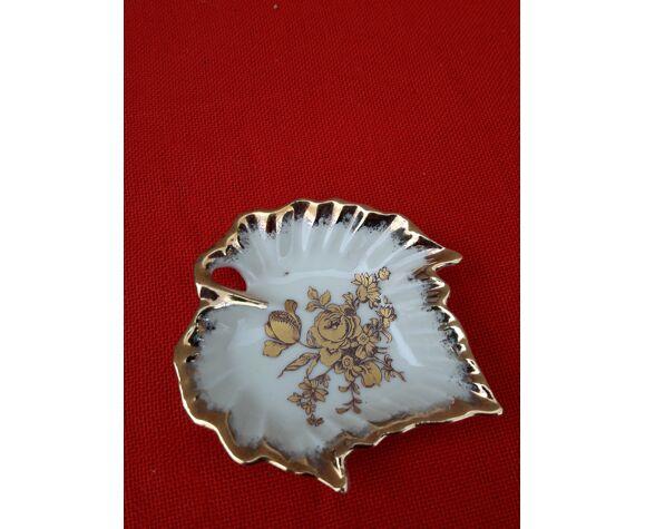Coffret salière et poivrier en porcelaine de limoges en forme de feuille