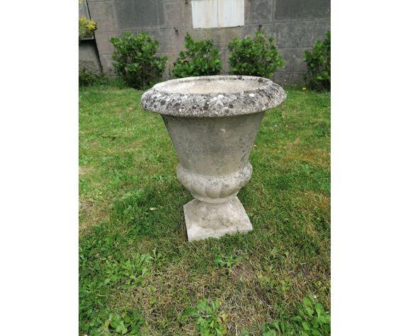 Vase Médecis en pierre