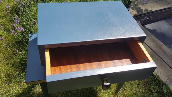 Table de nuit vintage et restaurée